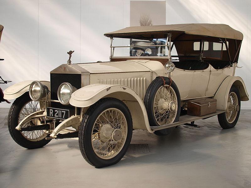 800px-L'evoluzione_dell'automobile_Rolls_Royce