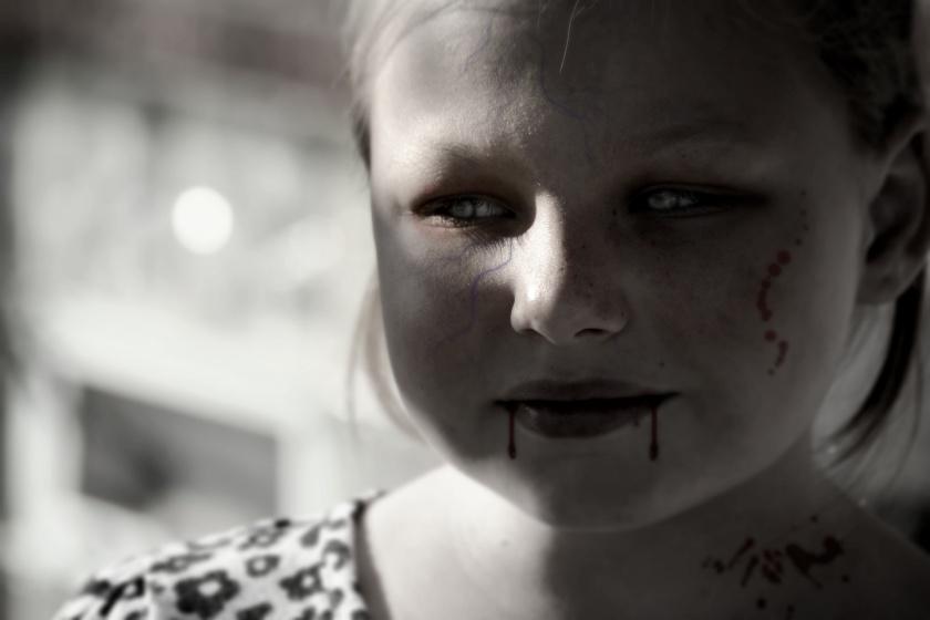 halloween-vampire-girl